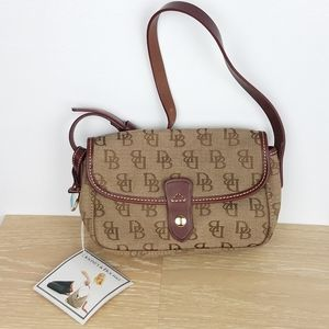 New! Dooney & Bourke | Small East West Cross Body